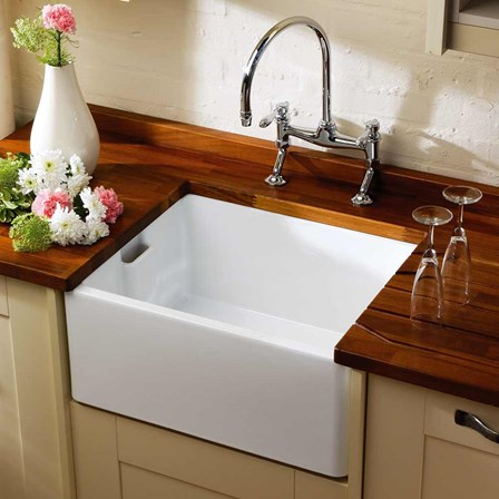 A single bowel white ceramic belfast kitchen sink